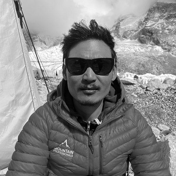 Tashi Sherpa headshot