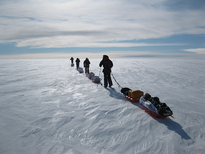 Skiing accross Greenland